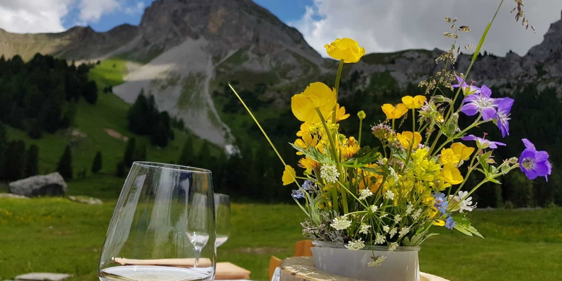 Excursion with picnic in a real mountain lodge… among woods, springs and waterfalls!