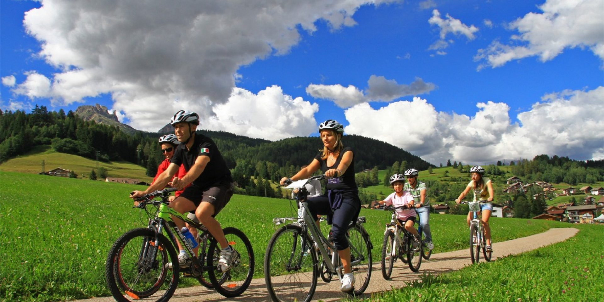 Bike family on the Fassa and Fiemme cycle route