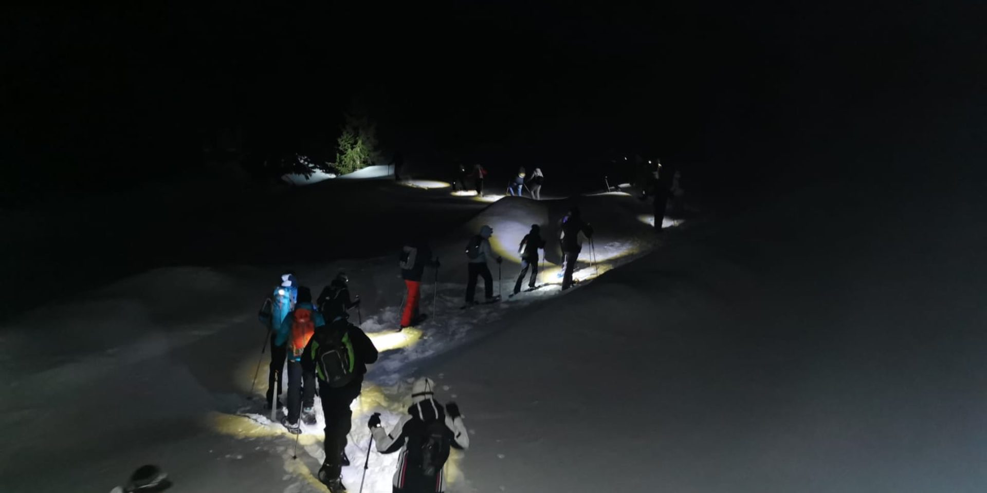 Snowshoe excursion with aperitif under the stars