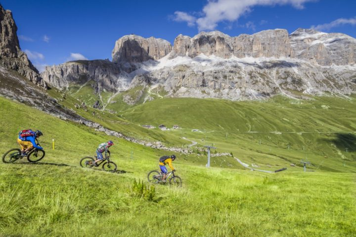 Easy enduro tour in park or on single trail