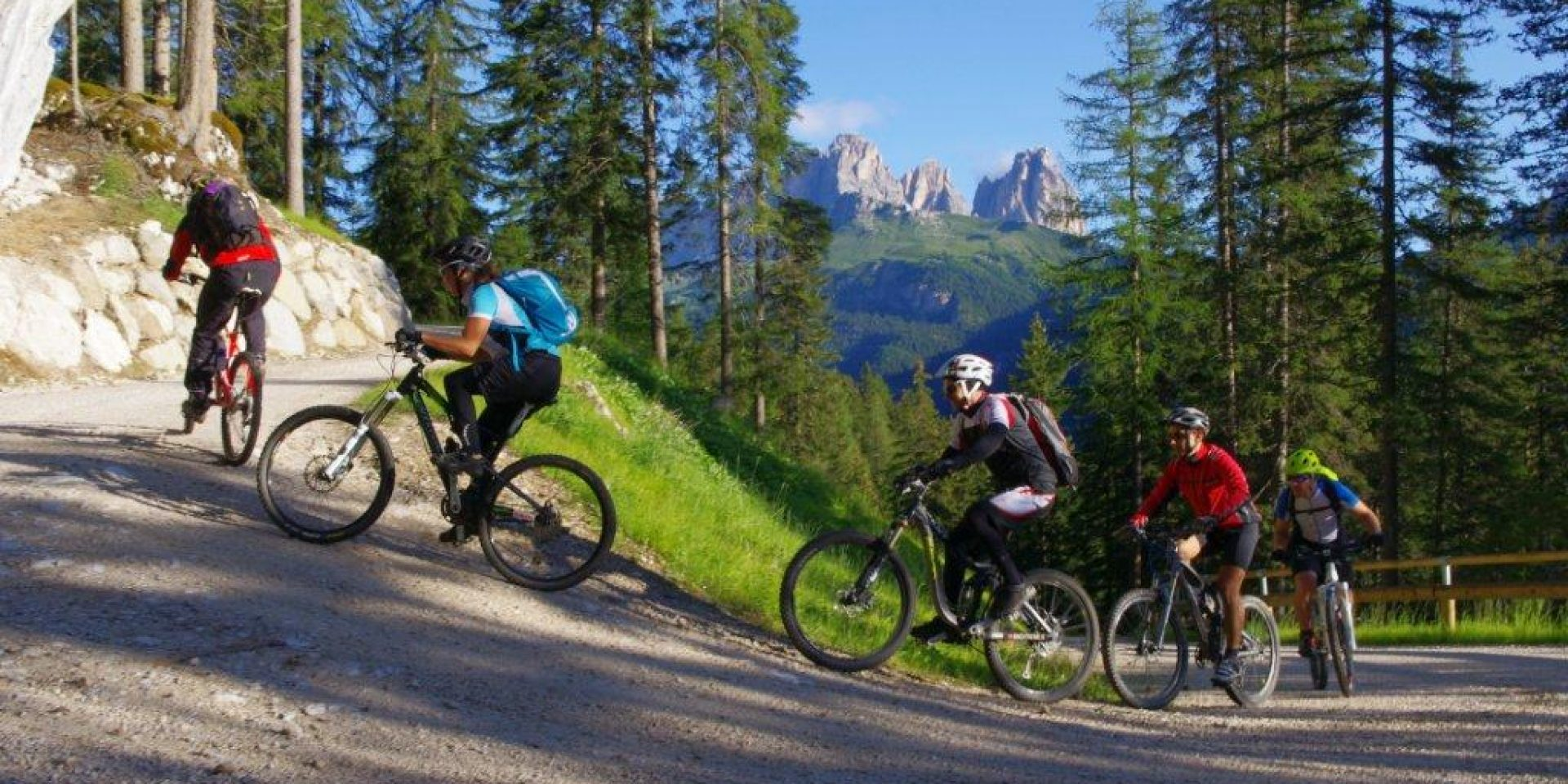 The scenic val Cotrin e-bike tour