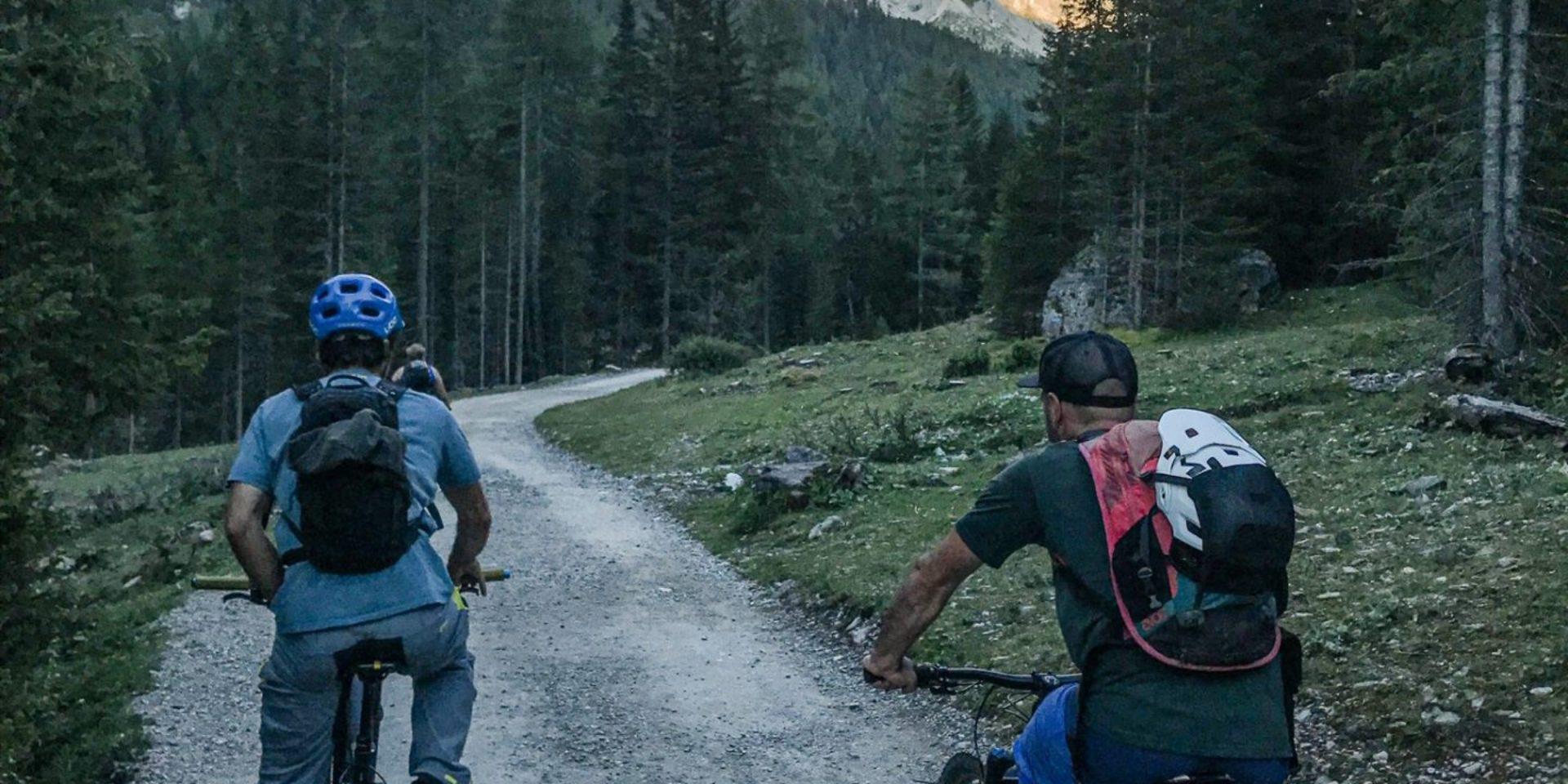 """""""Ride & Dine"""" E-bike tour serale con cena in rifugio – val Contrin"""
